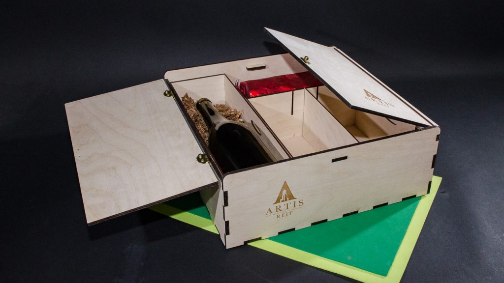 Multi Gift Box with removable inserts for wine and other (movable partition)